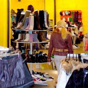 Магазины одежды и обуви Деманска